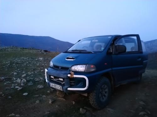 Naše horské transportidlo s volantem na pravé a LED lampičkou na levé straně :-)